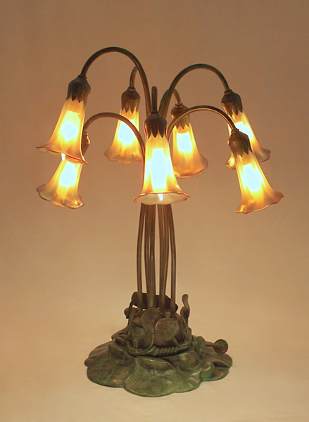 Nice 7 Light Lily Table Lamp