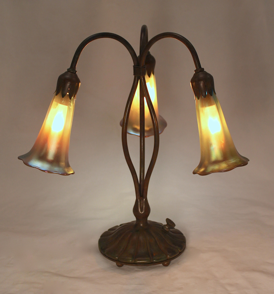 3 Light Classic Lily Lamp