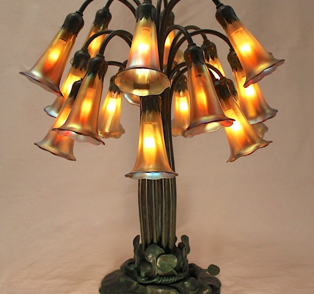 18 Light Lily Table Lamp