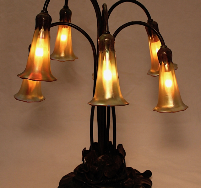 7 Light Lily Table Lamp