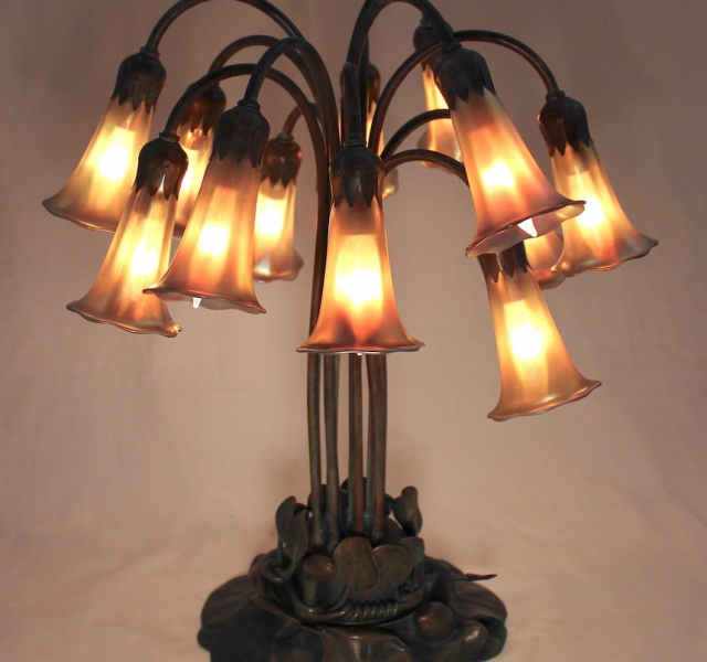 12 Light Lily Table Lamp